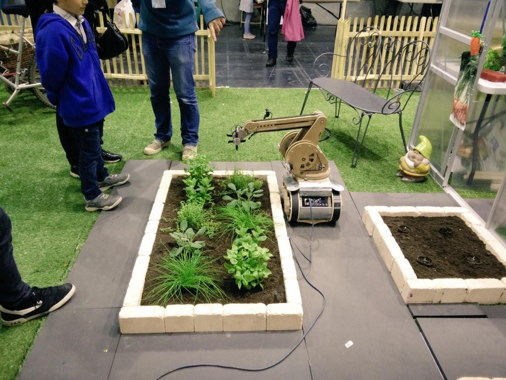 MFP16-robot-jardinage
